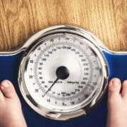 dzieci z nadwagą jedzą mniej