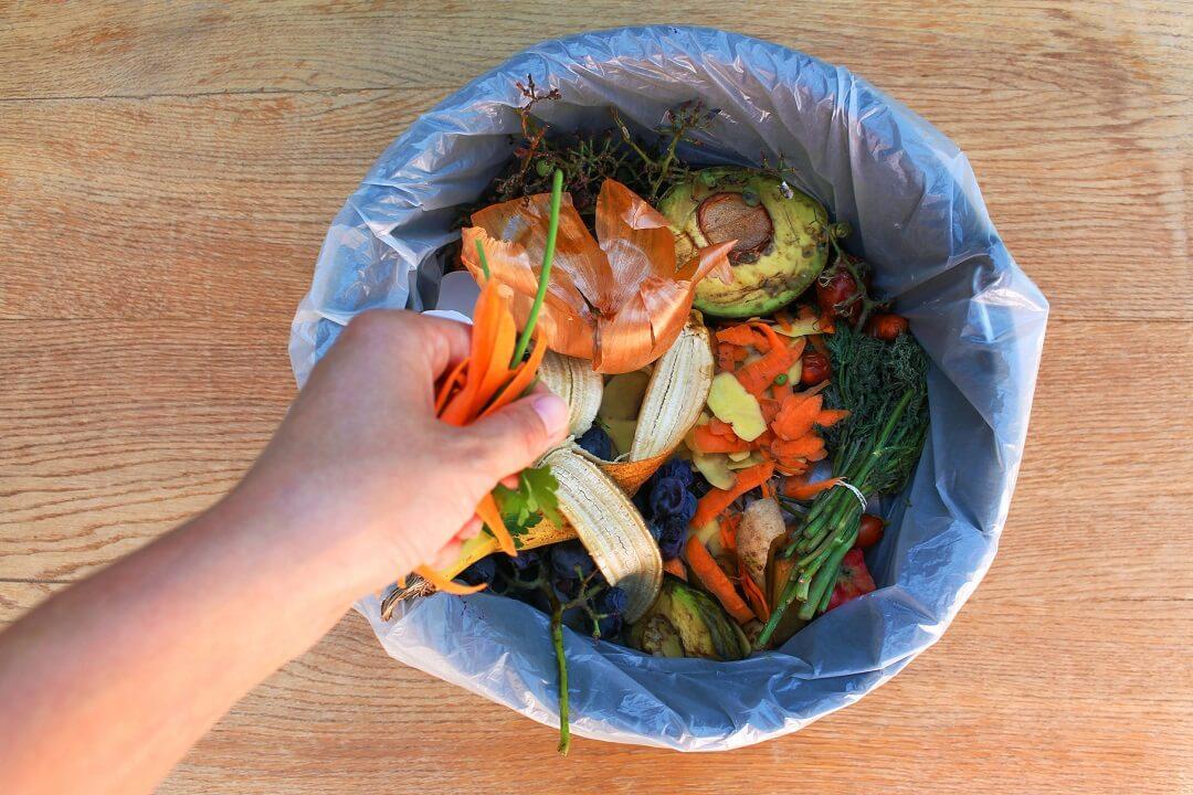 wyrzucanie jedzenia
