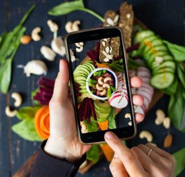 Jak zdjęcia jedzenia na facebooku rujnują apetyt