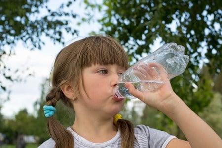 Woda – jej znaczenie dla prawidłowego funkcjonowania organizmu
