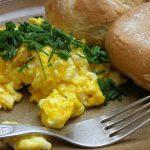 Najczęstsze błędy w przygotowaniu jajecznicy