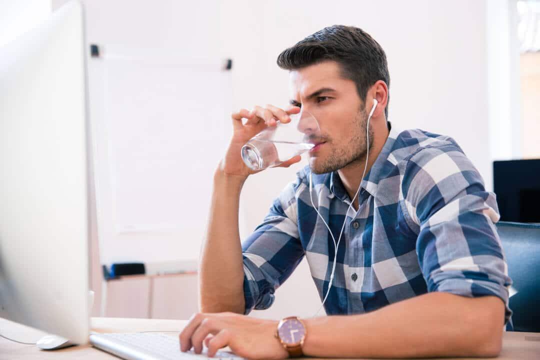 8 szklanek wody dziennie