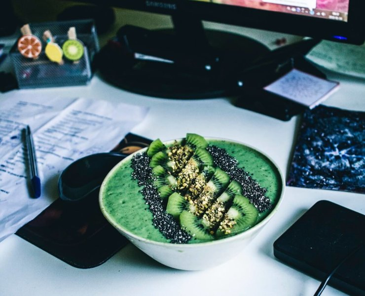 smoothie bowl do pracy