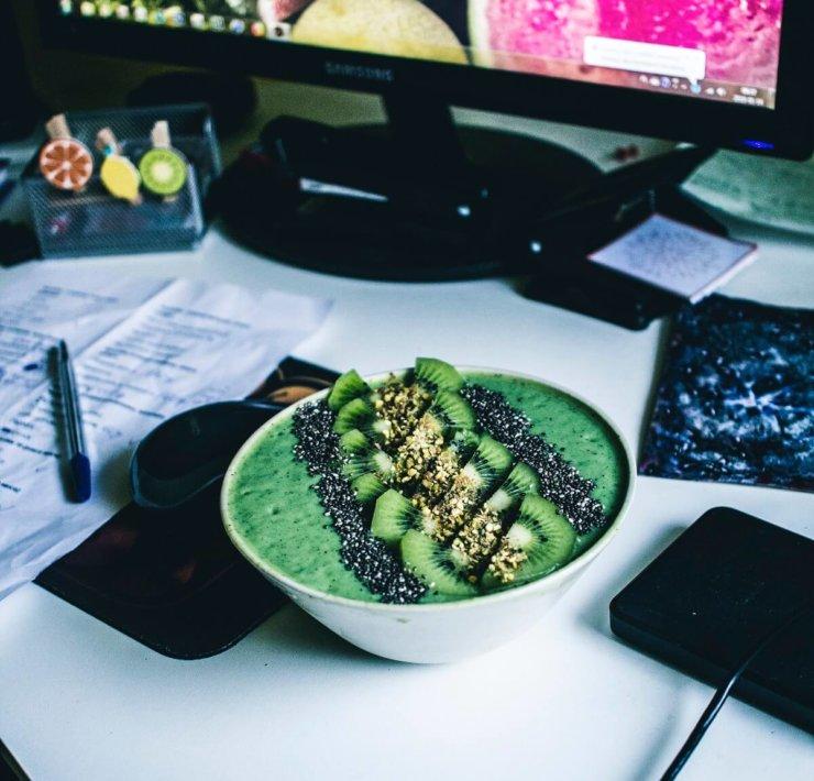 smoothie bowl do pracy
