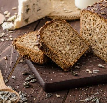chleb pełnoziarnisty jak rozpoznać