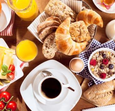 pełnowartościowe śniadanie