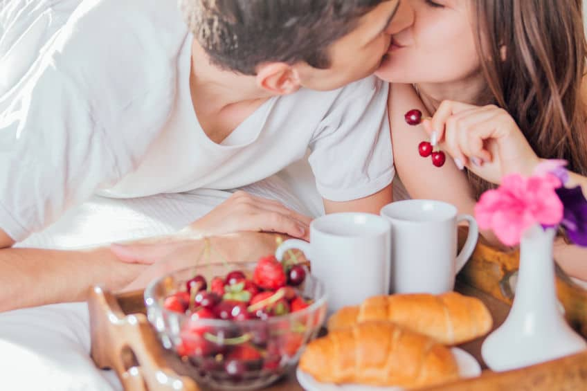 jedzenie zakochana para