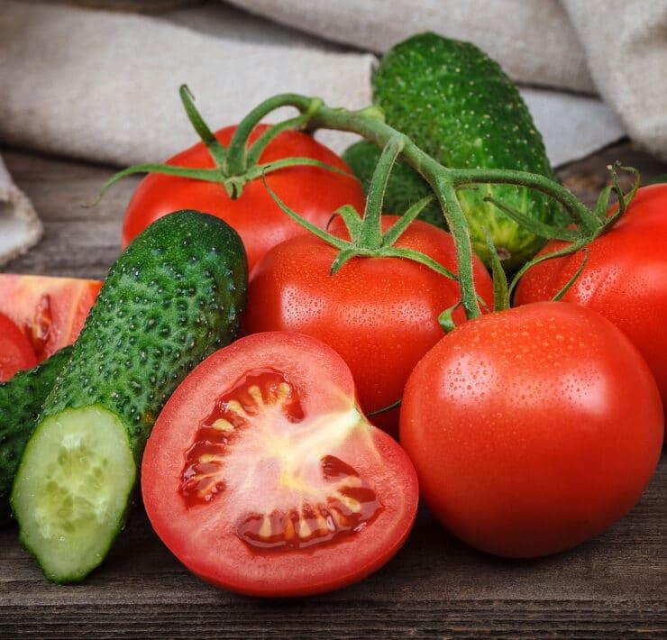 ogórek z pomidorem